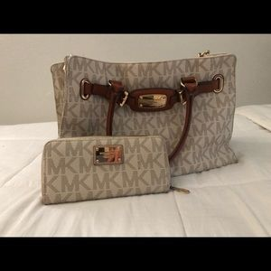 Michael Kors purse and matching wallet !
